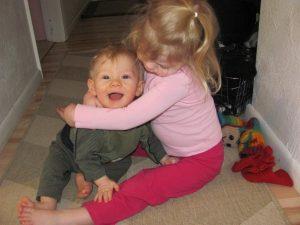 بازی با خواهر و برادر کوچکتر